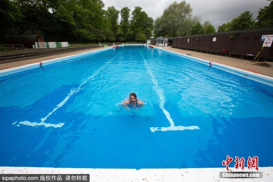 欧洲最长户外游泳池开放 长达91米灌满水需5天