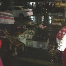 7月30日晚,两男子街头倒地身亡。