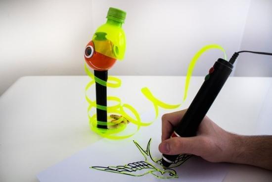 [视频]3D打印笔将塑料瓶和塑料袋转化成雕塑