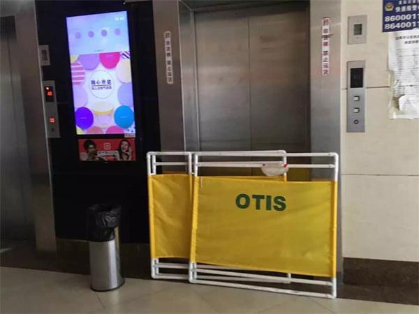 沈阳一大厦电梯发生故障7人被困  营救中2人从电梯夹缝坠亡