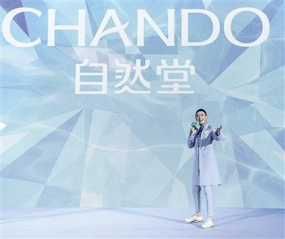 """自然堂点亮水立方 助力中国跳水队""""做十分的自己"""""""