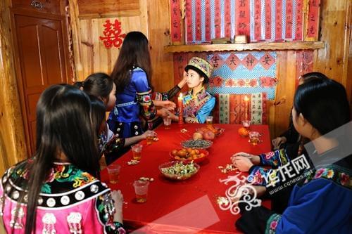 少数民族文化艺术(资料图片) 重庆旅游职业学院供图 华龙网发-杨如