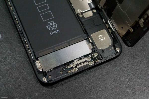 2675mAh容量电池:iPhone 7 Plus拆解视频的照片 - 18