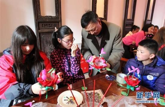 南京市中外学生体验非遗文化