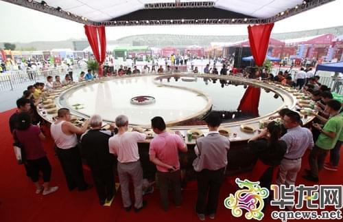 涮万人火锅观传承仪式 第八届中国火锅美食文化节20日开幕图片