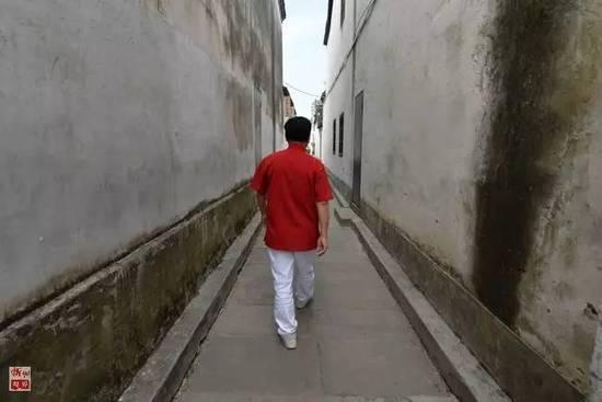 开保时捷的杭州小学丨他成为网红?崇义镇大爷图片