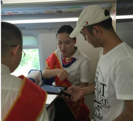 """""""重庆农商行号""""高铁始发 惠及成渝两地"""