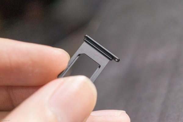 2675mAh容量电池:iPhone 7 Plus拆解视频的照片 - 13