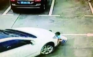 深圳停车场内3名小孩遭碾压