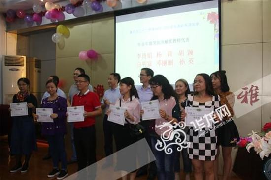 重庆三十二中教师节:学生夹道敬礼、拍微视频送祝福