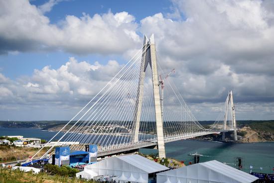 伊斯坦布尔的第三座跨海大桥8月26日通车,使得连接其欧亚两端的交通更图片