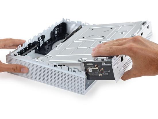 Xbox One S拆解:易于维修的照片 - 13