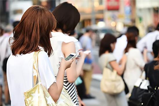 """手机""""上瘾""""责任在谁?戒瘾功能真有必要吗?"""