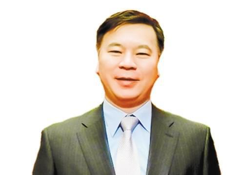 """银监会信托部主任邓智毅: 摒弃""""速度情结""""突出主业 鼓励信托公司上市"""