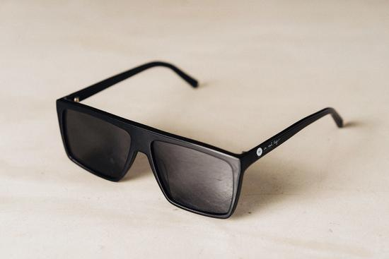 戴上这眼镜大多数屏幕就变黑了 iPhoneX系列暂除外