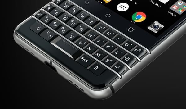 传统的直板全键盘机型 黑莓KeyOne正式发布的照片 - 3