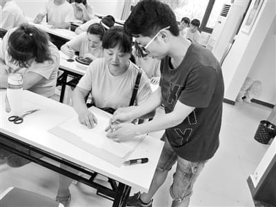 二七区打造残疾人培训就业新模式