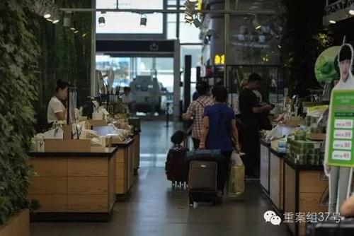 北京南站候车厅变商业街