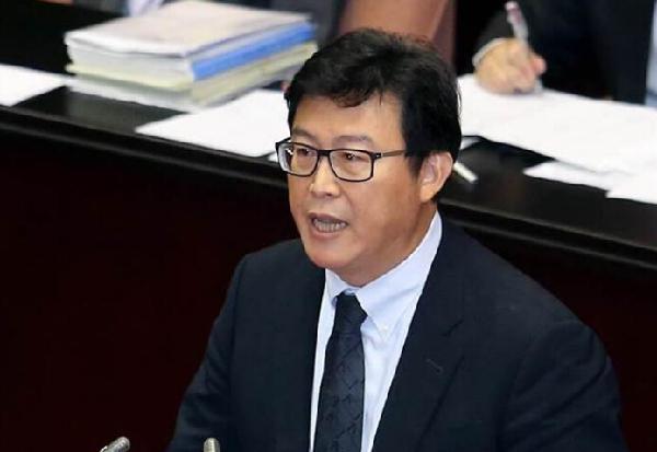 台北市长参选人:若当选将快速处理所有蒋介石铜像