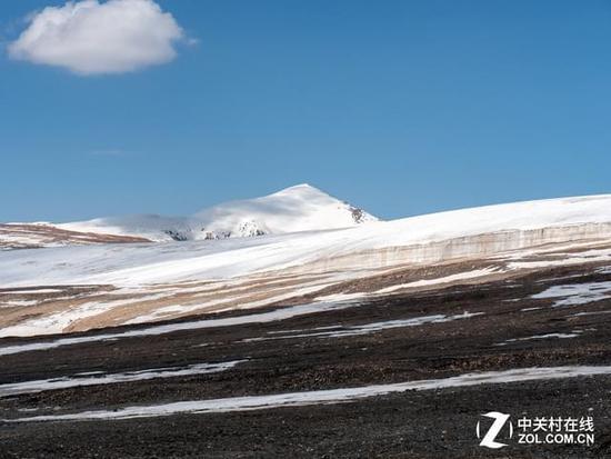 八一冰川位于青海省海北藏族自治州祁连县野牛沟乡,祁连山中段走廊