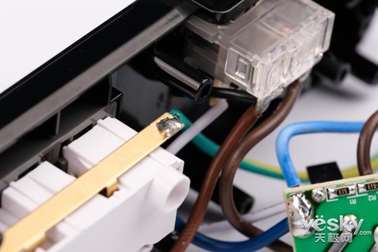 电压不稳损坏电器?抗电涌新国标插座将成为最后一道防线