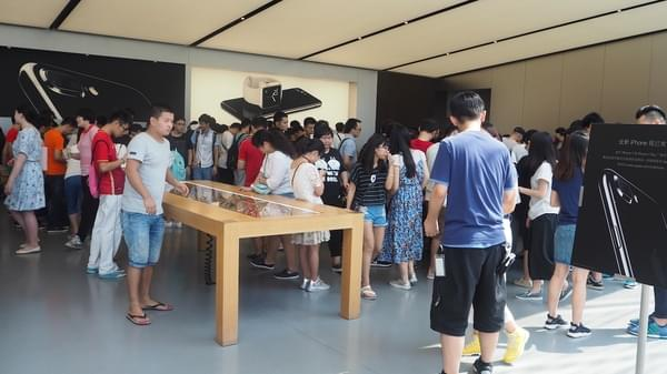 iPhone 7 广州遭疯抢黄牛生意火爆 分析师为何被打脸?的照片 - 3