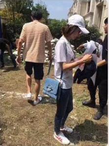 好事将近?网友偶遇王丽坤疑似与林更新同看婚房