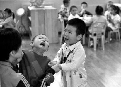 幼儿园开学第一天 有一种爱叫放手
