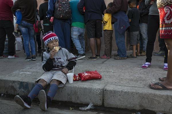 3000移民抵達美墨邊境等待庇護 人數很快將破萬