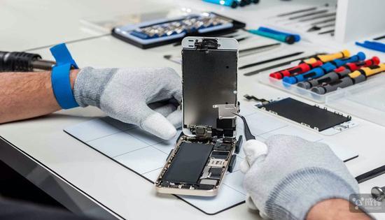 "iPhone维修""变砖""事件发酵:官方配件也不认"