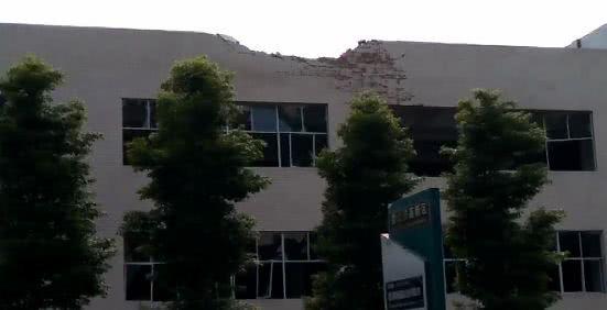 贵州遵义一锅炉爆炸砸穿隔壁学校已致3死6伤