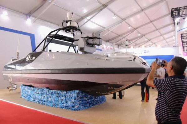 中国首艘导弹无人艇公开亮相 可精确打击海上目标