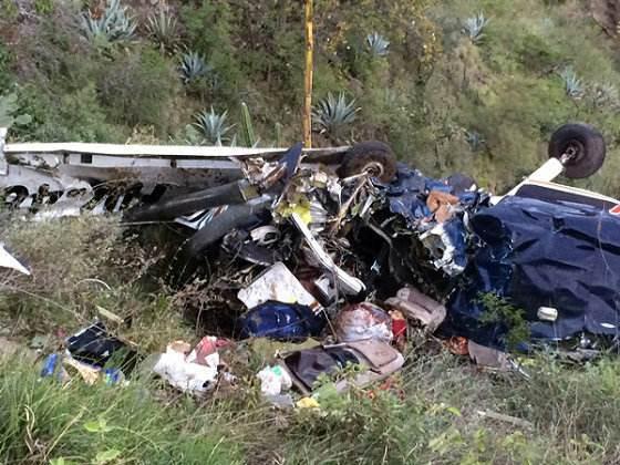云南一小飞机在新疆坠毁2人死亡 民航局介入调查