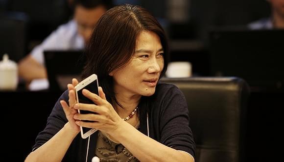 董明珠独家回应:为什么员工必须用格力手机?的照片
