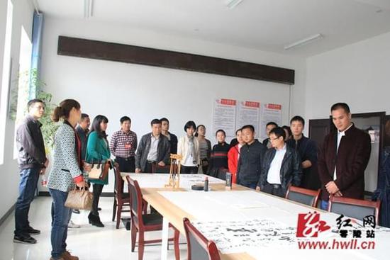 蒋映群与党外中青年干部座谈