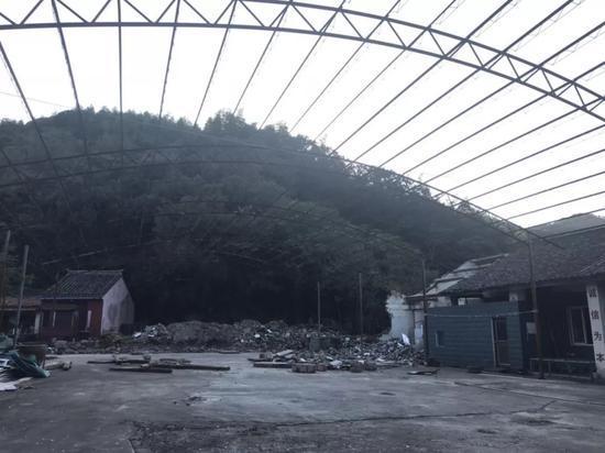 李华家的院子。新京报记者朱若淼 摄