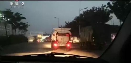 贵阳黑加油车路边肆意卖油 每月交6000保护费
