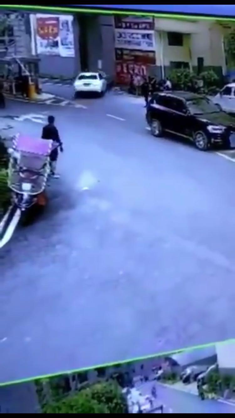 """干部驾奥迪车撞伤骑车农民工 扬言""""就是故意撞你"""""""
