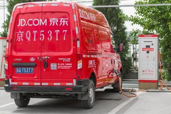 刘强东大赞奶茶提议 将物流车换成电动车