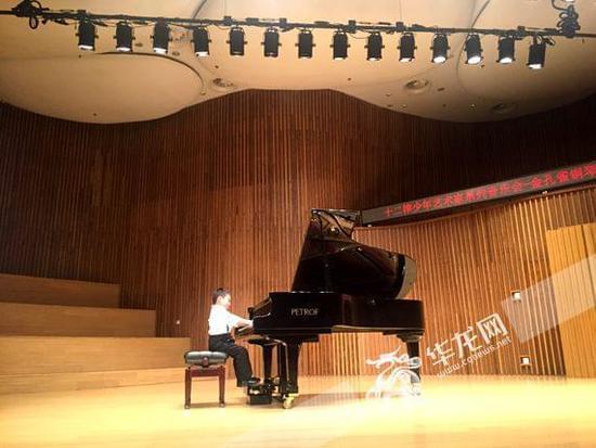 """米若川:为""""少年艺术家""""筑起梦想舞台 演绎黑白键上的快乐人生"""