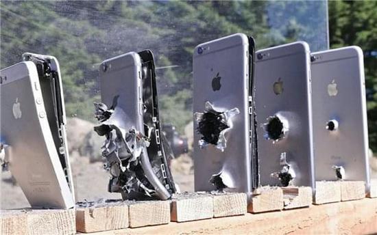 手机真能挡住子弹吗?告诉你这事儿有多扯淡