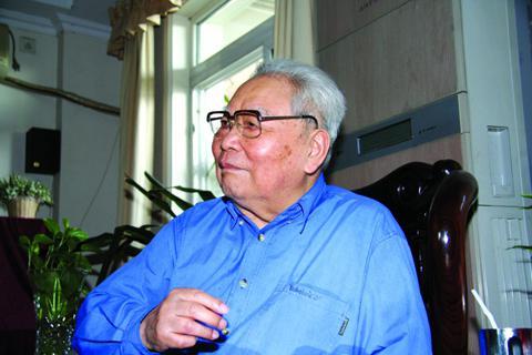 """97岁开国少将杨斯德逝世 战斗在""""看不见的战线上"""""""