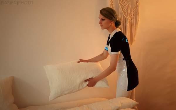 女仆的美丽与服从!俄美女COS《底特律:变人》家政仿生人