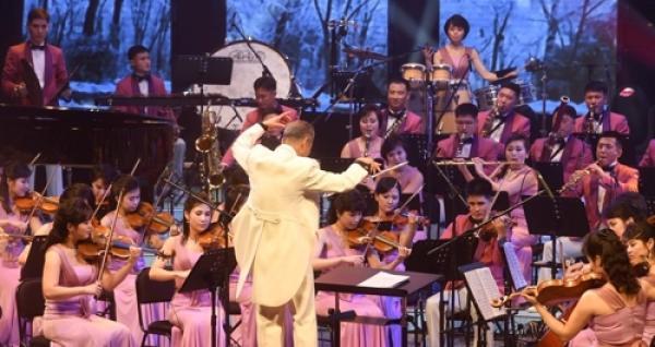 朝鲜玄松月率艺术团在韩举行首场冬奥庆祝演出