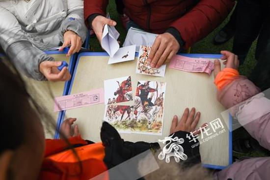 """和济小学:校园""""变身""""阅读游乐场 学生大玩成语接龙、拼图说古诗"""