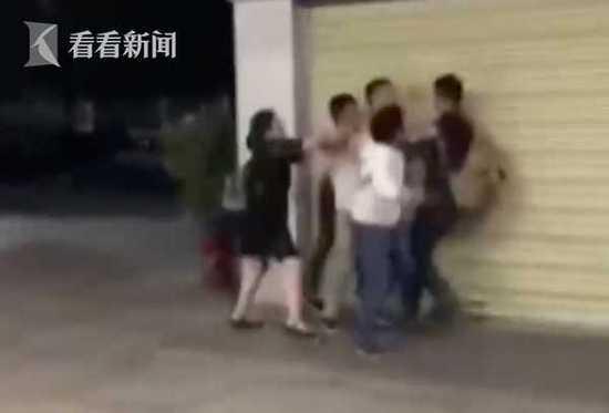 男子嫌孩子哭闹太吵大闹动车 出站被孩子家人群殴