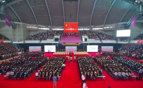 3000余清华本科生毕业 校长寄语:做内心想做的事情