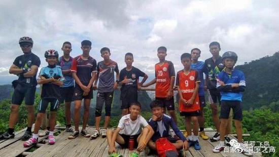 少年足球队合照