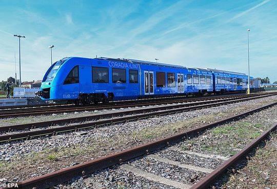 全球首辆氢动力列车在德国投入使用 只产生水蒸气