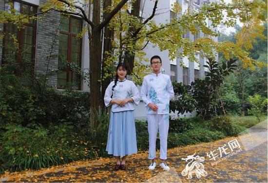 """重庆大学生自主设计班服走红朋友圈 告别""""丑肥大"""""""